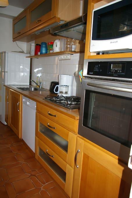 cuisine aménagée, four , lave vaisselle,