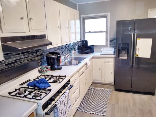 Great Location! Close to Downtown, Airport, Newbo