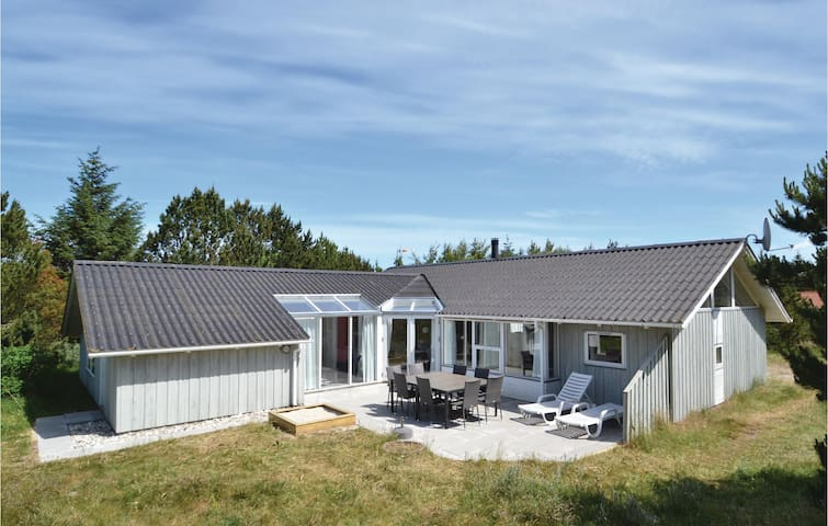Holiday cottage with 4 bedrooms on 155m² in Fjerritslev