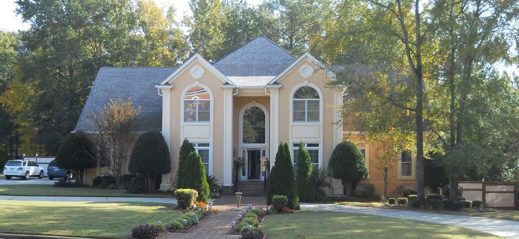 Mansion in Prestigious Community - Masters Rental