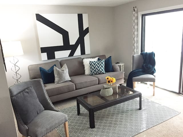 PRIVATE BR/BATH w/ Shared Kitchen & Living/Dining - Smyrna - Apartment