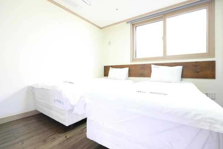 #303 in Hongdae Sta 5mins from exit 3 Private Room