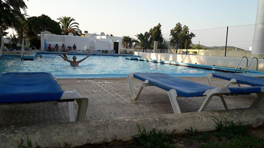 Estudio en complejo residencia piscinas y jardines