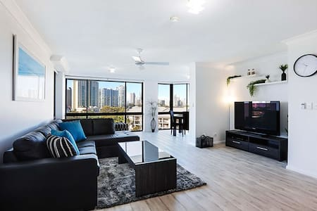 Heart of Surfers Paradise with nice VIEWS!!!