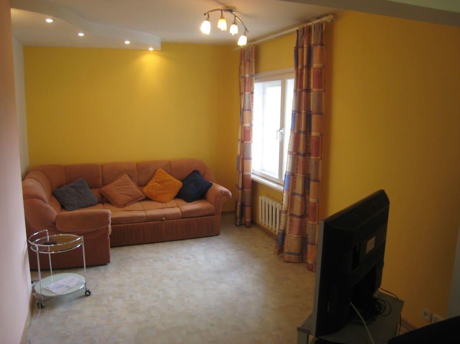 Удобный диван и качественное тв 120 каналов