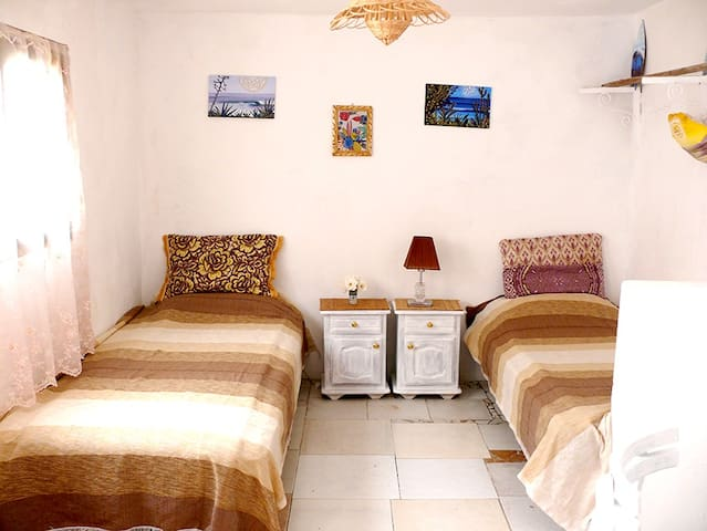 bedroom / 2 single bed