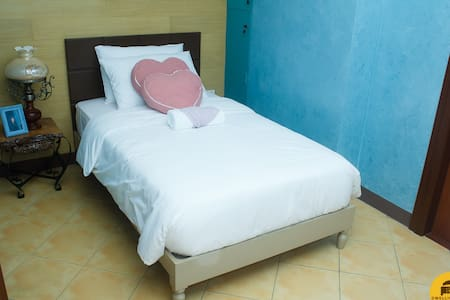 Dani by Dwelling Bliss B&B - Lucena - Bed & Breakfast