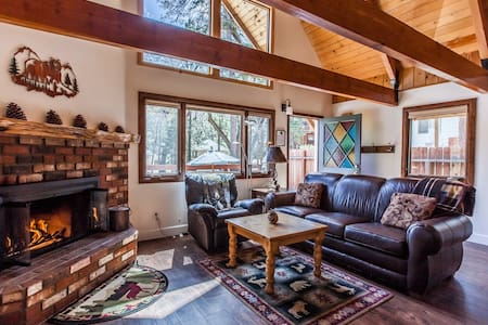 Perfect Area Superhost Retreat w/Spa Trails Lake