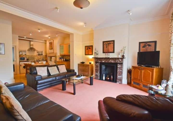 Hexham Hideaways - Cosy Apartment in Town Centre