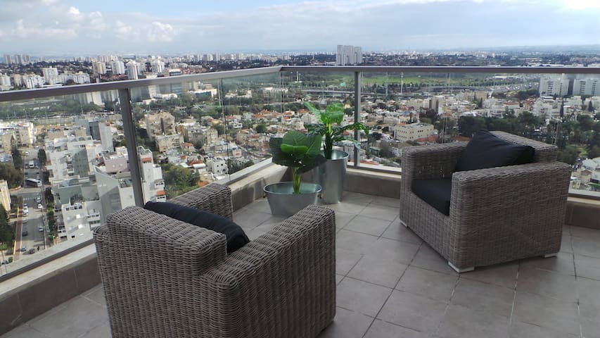 19th floor city view apartment - Ramat Gan