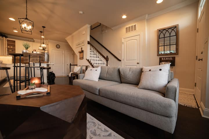 Private Basement Suite in Luxurious Townhome