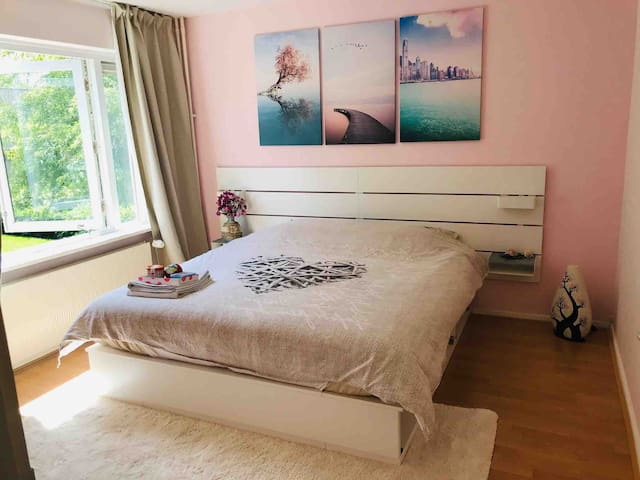 Pink Beach Bedroom with king size bed & breadfast