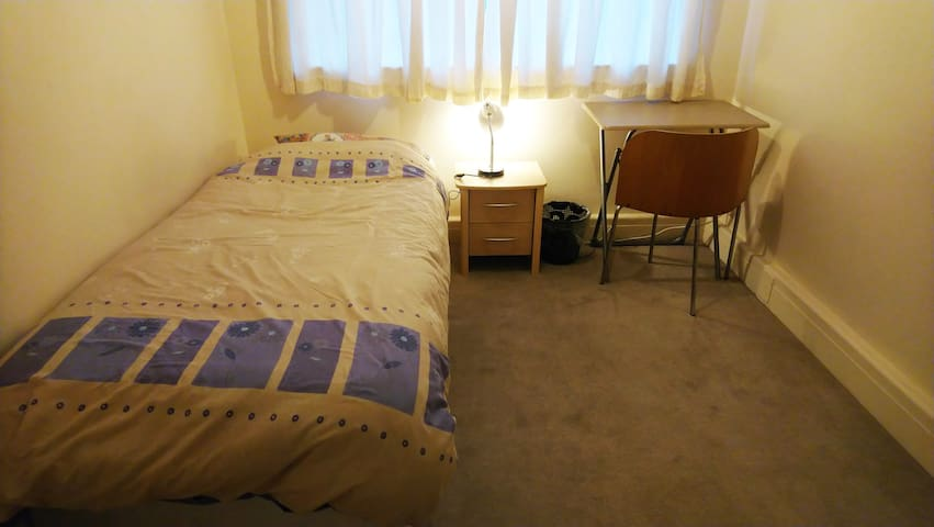 QUITE AND CONFORTABLE ROOM