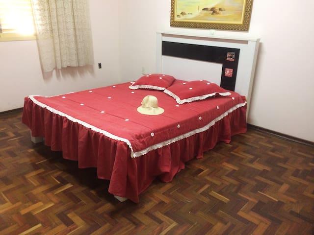 Quarto simples e confortável na casa da vovó - Santo Antônio de Posse - Ev
