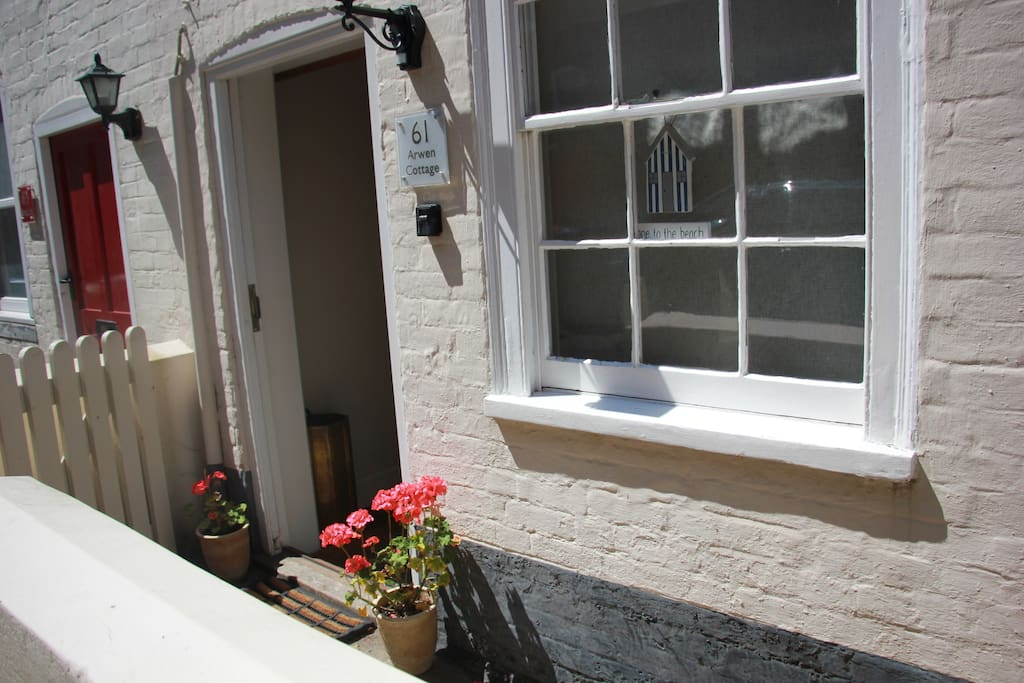 Arwen Cottage - A peaceful seaside cottage - A stones throw from the beach