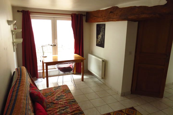 joli appartement dans ancien corps de ferme - Poses - Apartemen