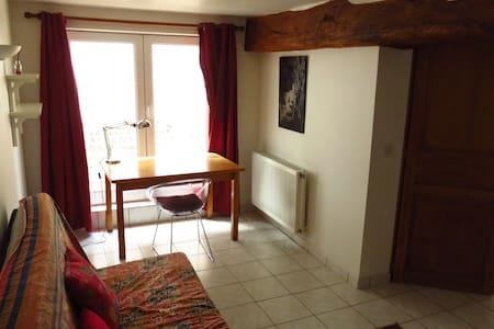 joli appartement dans ancien corps de ferme - Poses - Wohnung