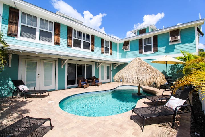 Sunrise Shore - Fun 5 bedroom luxury home close to the beach with private pool!