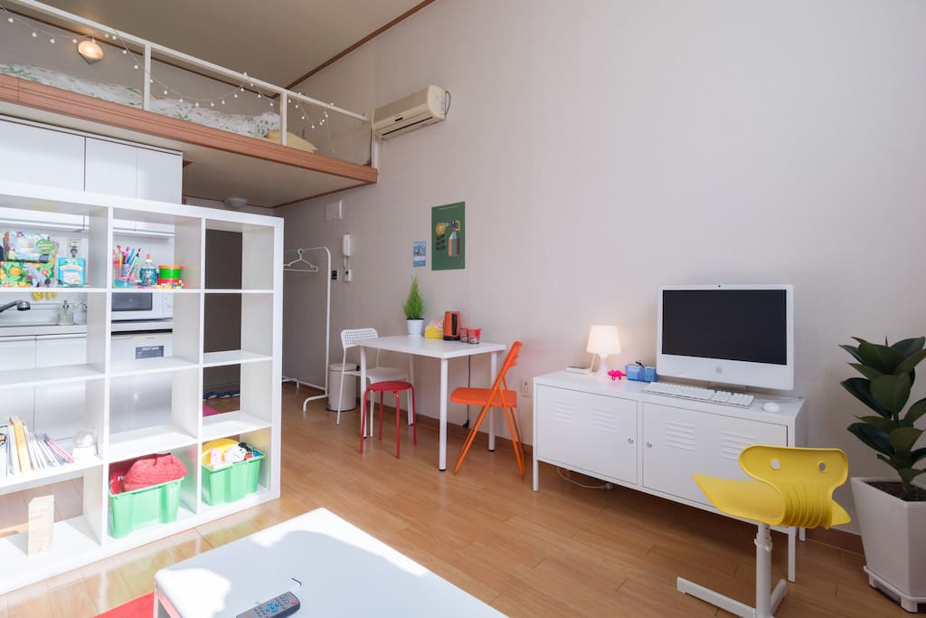 We did our best to create a cozy space :-)  아늑한 공간을 만들기위해 힘썻습니다 :-)