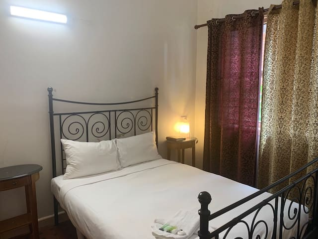Burwood B&B - Double Bedroom With Private Bathroom