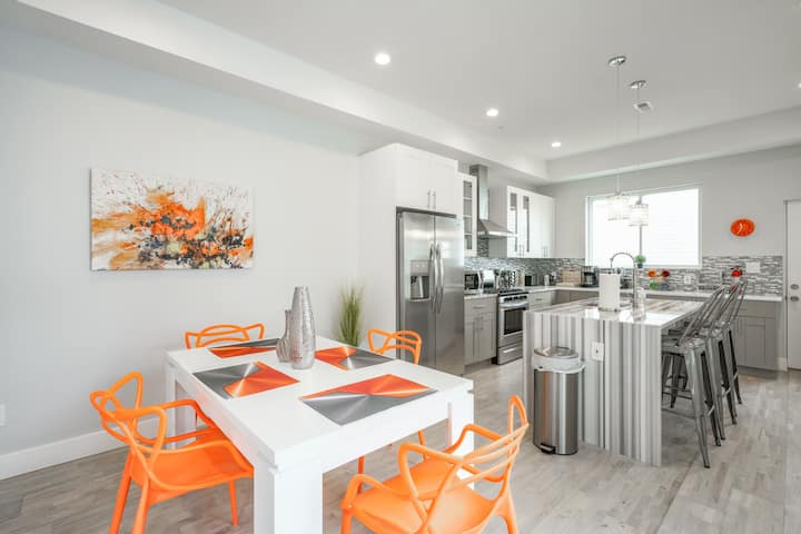 Philly Perfection! Sleeps 17! Free Street Parking!