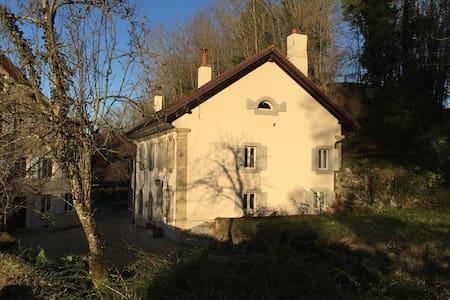 Petite maison en milieu rural - Eclagnens