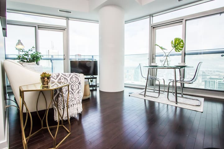 ✰✰Breathtaking High-Rise 1bed Downtown+Lake View✰✰