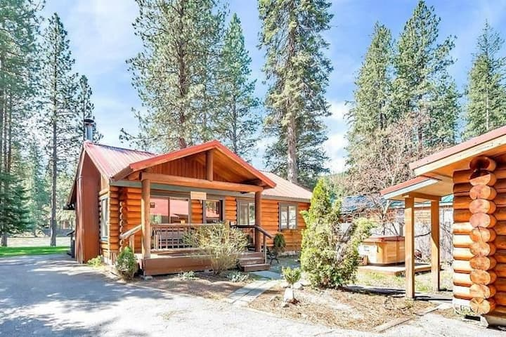 Three-cabin waterfront compound w/ river views, hot tub, & BBQ station - dogs OK