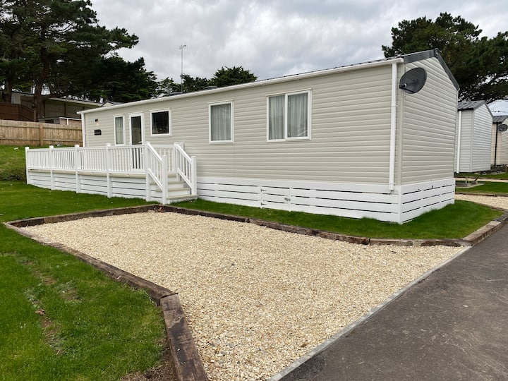 BRAND NEW Superior 6-berth home close to Newquay