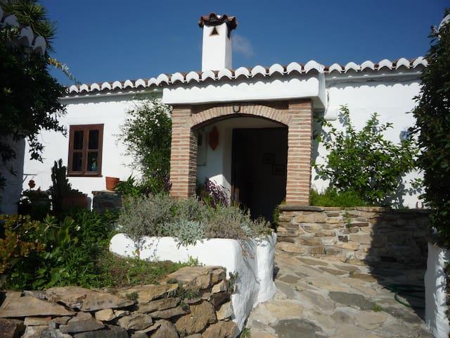 Rustic farmhouse over looking lake. - Viñuela - Villa