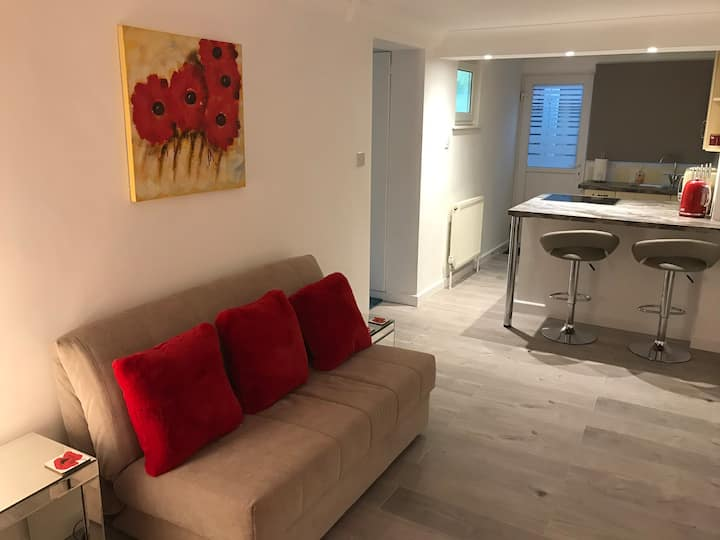 'Poppy Studio', Sleeps 4, Ten mins to Bmth Airport