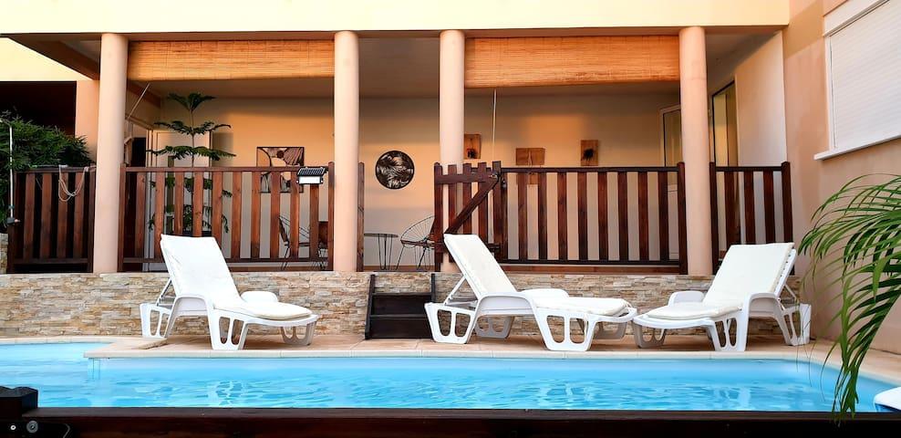 Véro lé là, piscine privatisée,terrasse, vue mer