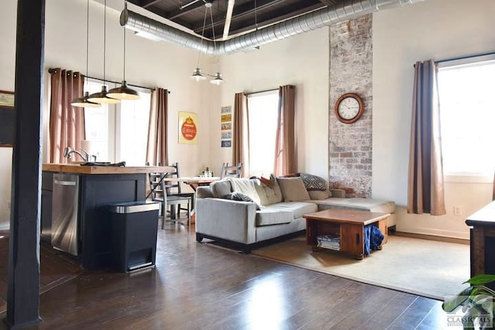 Spacious 2BR Loft in Heart of Athens w/ Parking!