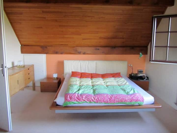 BIG § COSY BEDROOM, Near GENEVA