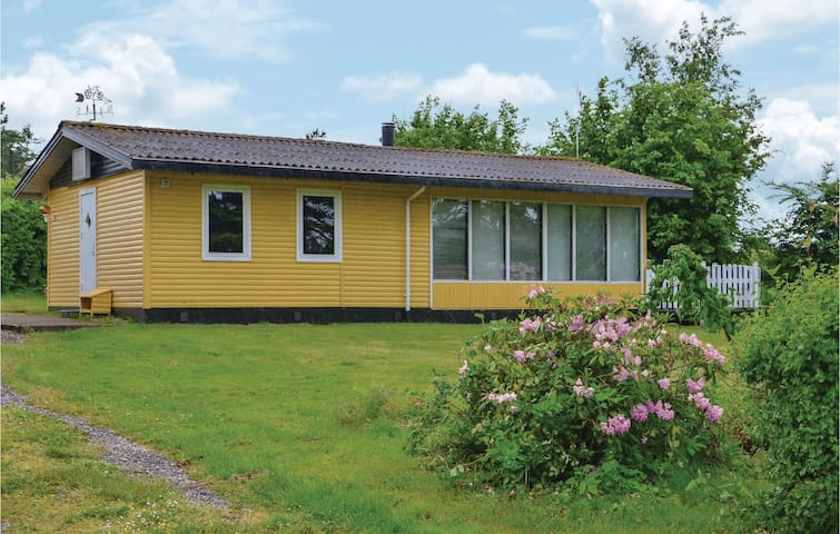 Holiday cottage with 2 bedrooms on 65m² in Bogense