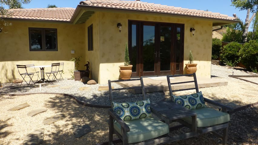 New Gated Guest House in Solvang