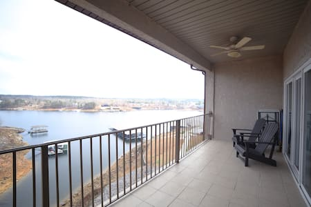 Renovated Condo on Beautiful Smith Lake