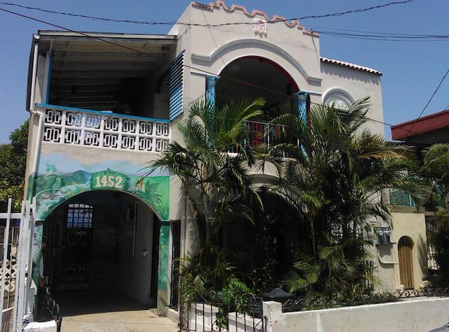Group Stay (24 guests), 2 Storey House in San Juan