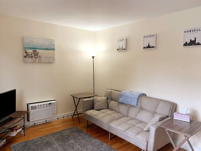 Cozy 1BR w/Parking | Great Central Location!