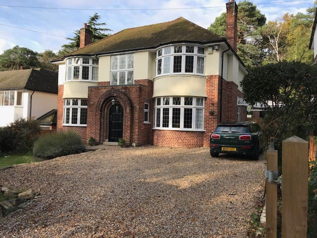 Beautiful detached home in Canford Cliffs