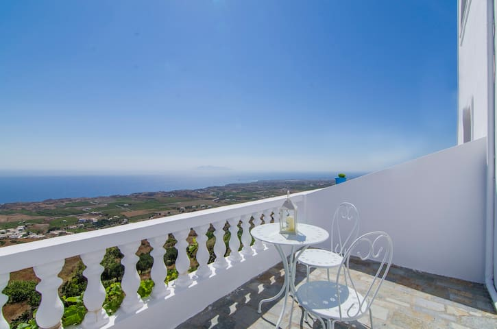 Belle Etoile sea view II - Thira - Bed & Breakfast