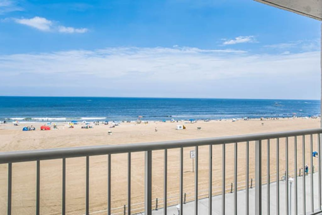 Beach Quarters Oceanfront Condo 1 Br Kit Balcony Resort In Affitto A Virginia Beach Virginia