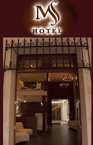ENTRADA DE HOTEL  Entrada principal y única al hotel