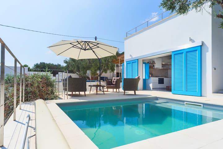 Villa Adria – Pool and Terrace overlooking the Sea