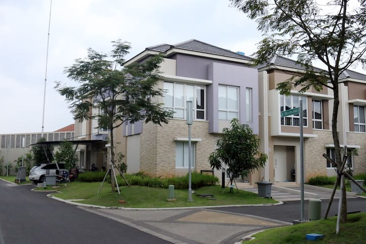 Fully-furnished two-storey house in Gading Serpong