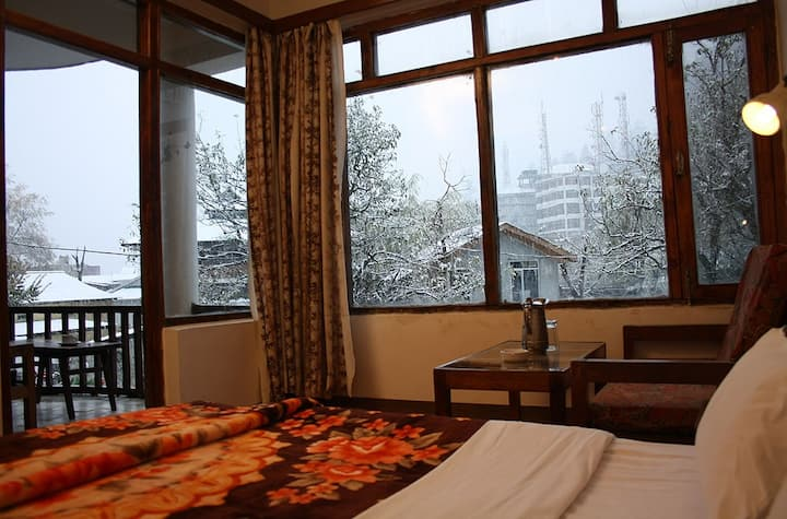 Family Room in the heart of Manali Town