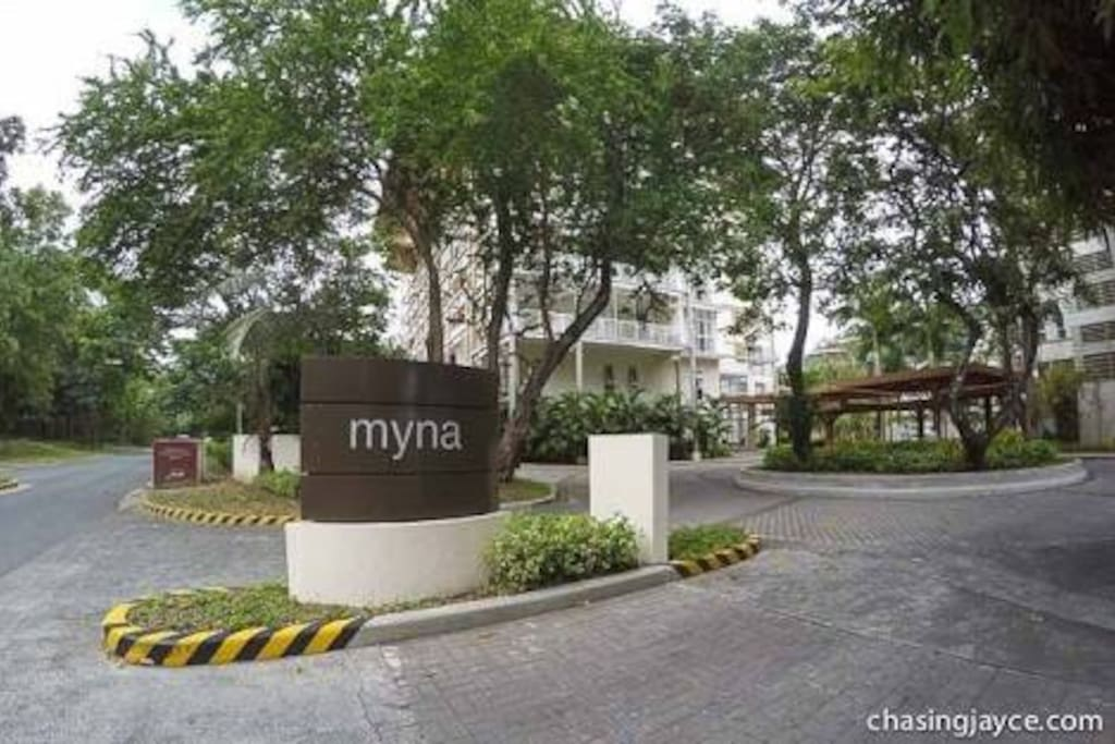 Picture of the entrance to the Myna Building cluster