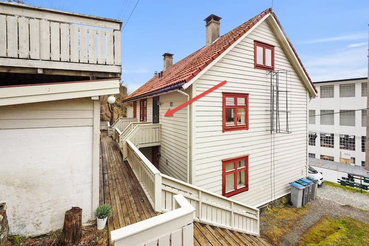 Cozy apartment in local historical area - Salhus - Apartment