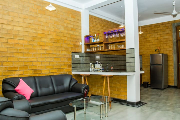 Brown Villa - Deluxe Apartment