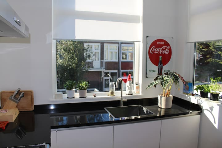 Light & Spacious Home in Den Haag (1 person)